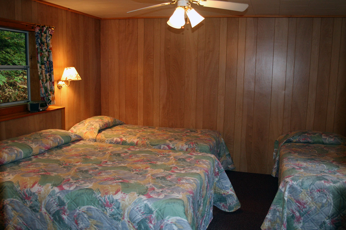 Cottage #18 Bedroom with Double Bed and 2 Twin Beds