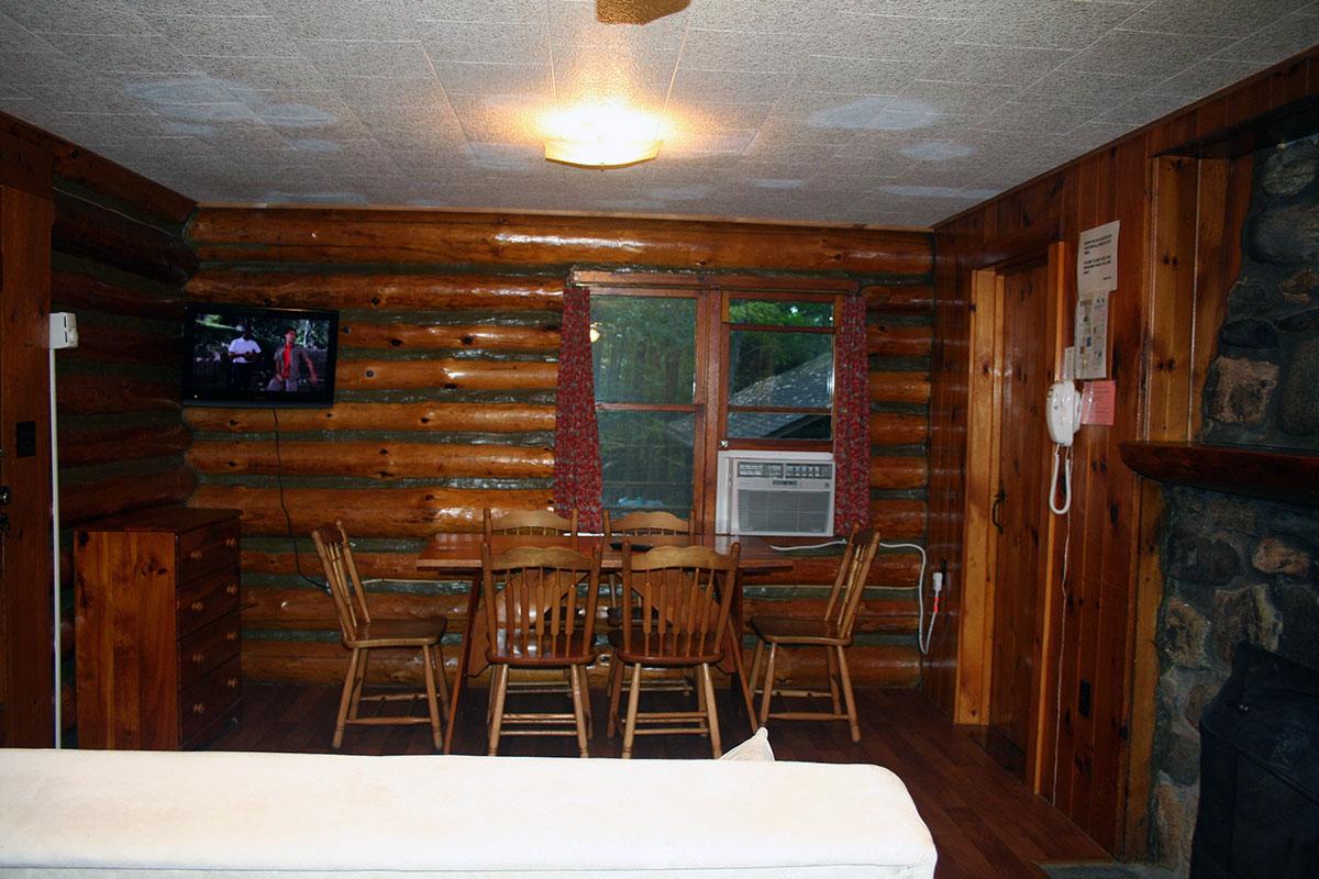 Hillside Log cabin #6 Living Room