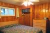 Lakeside-queen-bedroom